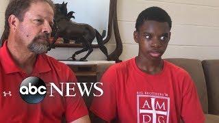Blind teen scores 2 touchdowns in high school football game