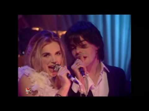 Saint Etienne - I Was Born On Christmas Day (Dec 1993) | TOTP2 BBC2 2007