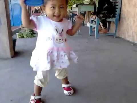download lagu Adik Tiara Sedang Latihan Berjalan gratis