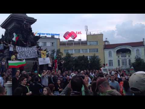 Bulgarian anthem during the protest against the communists in Bulgaria