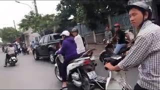 Công An Phường, dân phòng Vĩnh Long, tháo biển số xe, còng tay người đòi nợ, đi viện sau khi bị bắt