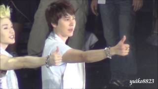 23.130811 SS5 in Taipei Greeting The last & thumb kiss Kyuhyun focus