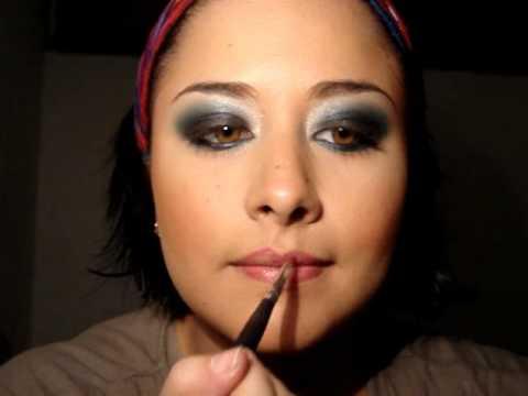 Maquillaje de Ojos Negro y Azul Ahumado