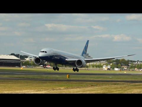 Boeing 787-9 Dreamliner wonderful short landing at Farnborough Airshow 2014