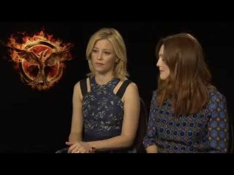 Elizabeth Banks & Julianne Moore - The Hunger Games: Mockingjay Part 1