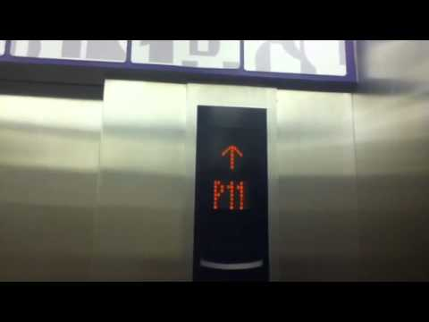 Jakarta, Lotte Shopping Avenue: Mitsubishi Traction Parking Elevators