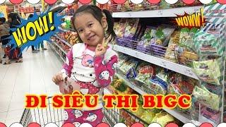 BÉ ĐI SIÊU THỊ - Dâu tây đi siêu thị mua bánh kẹo và đồ chơi ♥ Baby doing grocery shopping