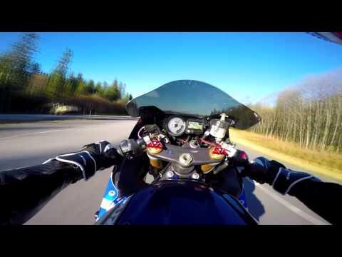 超高速のバイク 速過ぎる運転者目線映像
