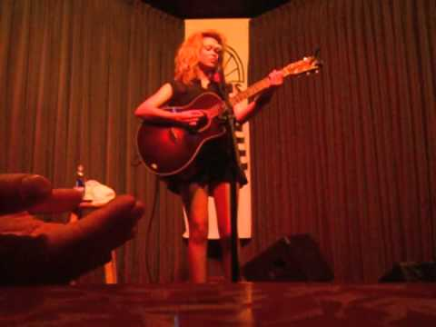 Tori Kelly - Blackbird (Cover) @ Eddie's Attic
