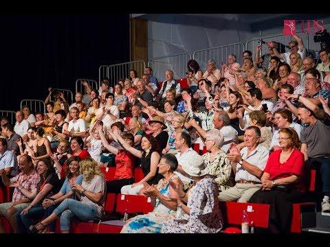 Ziua Muzicii Ușoare Românești, 25 iunie 2017 :: Pe 25 iunie 2017 i-am avut invitați la Sibiu pe Monica Anghel, Sanda Ladoși, Luminița Anghel, Adrian Daminescu, Mihai Constantinescu și Florin Apostol. Publicul s-a bucurat de muzica bună a generației de aur, dar și de momente de dans prezentate de dansatorii Teatrului de Balet Sibiu.
