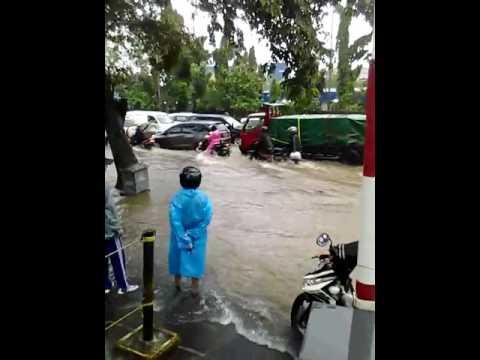 banjir taman mini
