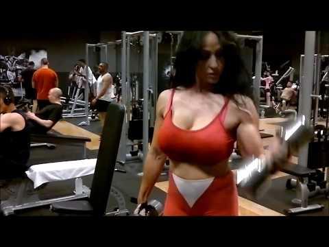 Mujeres fuertes y en forma. Mujeres duras y bellas gracias a levantar pesas
