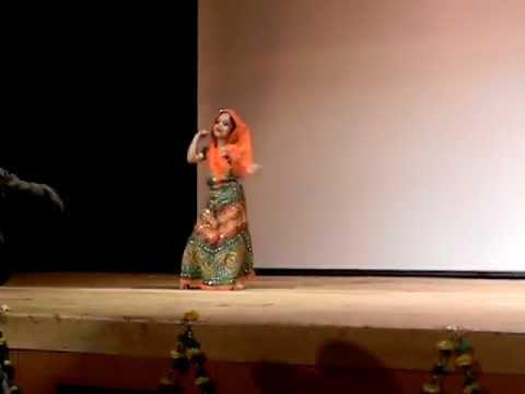 Anshika performing on Resham ka Rumal