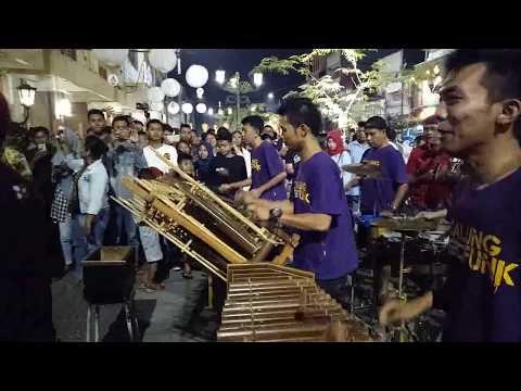 EDAN TURUN -- suara stereo & gambar hd -- musisi jalanan calung funk -- malioboro yogya