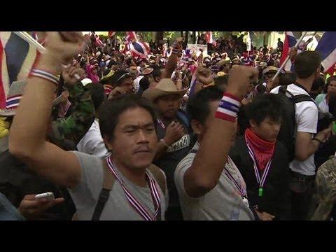BANGKOK PROTESTS: 'LURKING THREAT OF VIOLENCE' - BBC NEWS