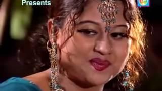 Amar Bondhu Moyuri - Shorif Uddin - Album - Model Konna - Bangla Song.mp4