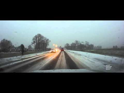 Dashcam: sneeuw en dansende hoogspanningskabels