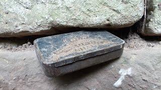 Treasure hidden in the wall - Poklad ukrytý ve zdi.