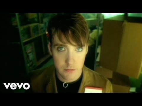 Kaiser Chiefs - Oh My God (Official Video)