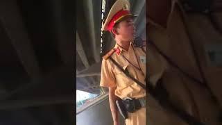 CSGT bắt láo lỗi sai làn thần thánh ở ngã tư Trần Duy Hưng - PHỦ KHAI PHONG