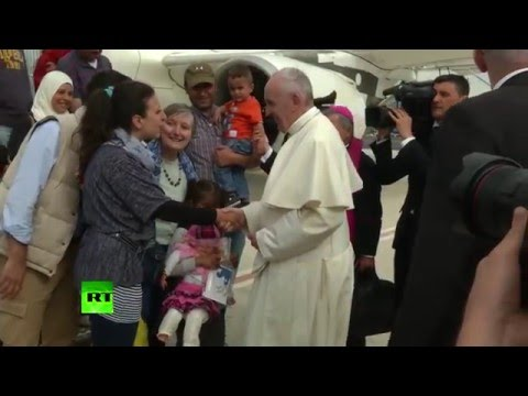 Pope Francis rescues 12 Syrian refugees, takes them from Greece to Rome