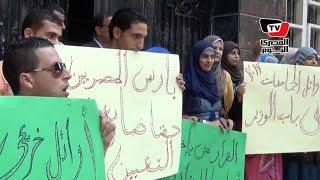 أوائل الخريجين يطالبون بالتعيين أمام «التعليم العالي»