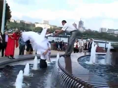 Bodas - Una foto de boda en la fuente