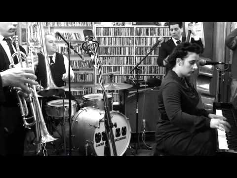 Davina And The Vagabonds - Lipstick And Chrome