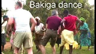 """International funny Bakiga-dance"". ""Международная Бакиго-дискотека"" на Буниони.(Crazy Frog)"