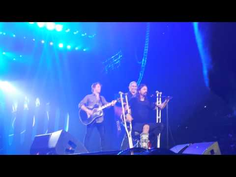 Minuto HM: Foo Fighters - Times Like These (acoustic) - Calgary, Canada - HD