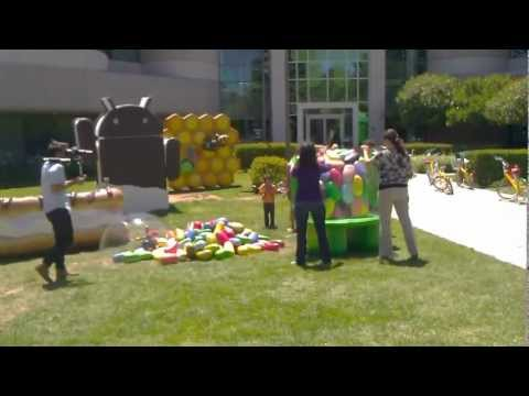 Android Jellybean Statue Lands at Google