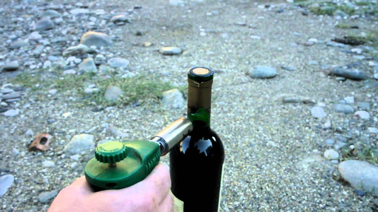Как укупорить бутылку корковой пробкой в домашних условиях