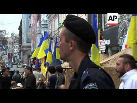 Tymoshenko supporters set up tents in street to protest her arrest
