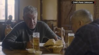 Anthony Bourdain and Anderson Cooper try super spicy wings