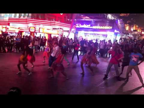 Dance Masala: Dhinka Chika Flashmob video