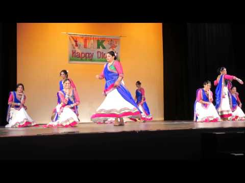 The Vibrant Folk Dance Of Gujarat nagada Sang Dhol Baaje Iak Diwali Night 2014 video