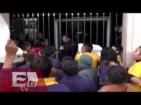 Congreso de SLP cierra sus puertas a manifestación de estudiantes de secundaria / Vianey Esquinca