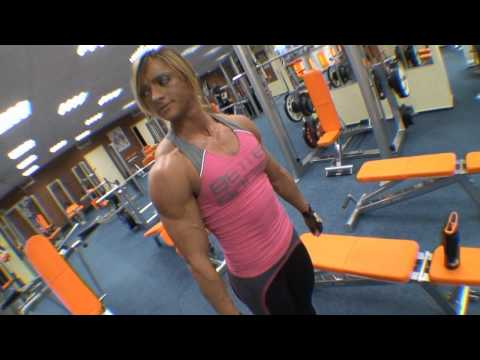 Katka Kyptova - Shoulders workout in FITMEXX