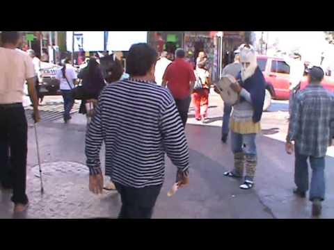 Tradicciones de Sinaloa ,matachines danzando en el centro de culiacán semana santa 2013 VIDEO 2