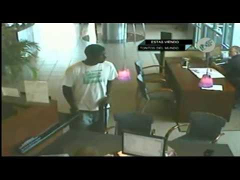 #16 Ladrón Asalta Banco Frente a Policía - Los Criminales Más Tontos del Mundo