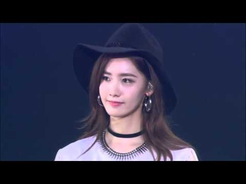 SNSD- Flyers + Sooyoung Cries At Concert (Phantasia Japan)