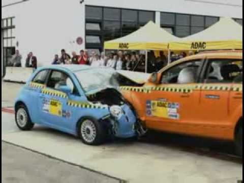 ► Fiat 500 vs Audi Q7 - CRASH TEST
