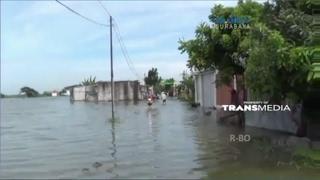 Banjir Setinggi 70 CM Genangi Jalan Raya di Jawa Timur