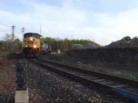 CSX E475 grinds around the Harbor Connection in Ashtabula Ohio