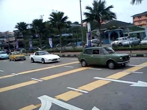 miss tourism convoyage in classic cars at johore zon plaza stulang.3gp