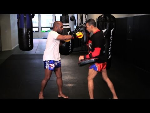 How to Do Kickboxing Combos | Muay Thai Image 1
