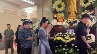 Trực tiếp: Con nuôi Gia Bảo, Trịnh Kim Chi khóc nức nở khi đến v.iếng Anh Vũ