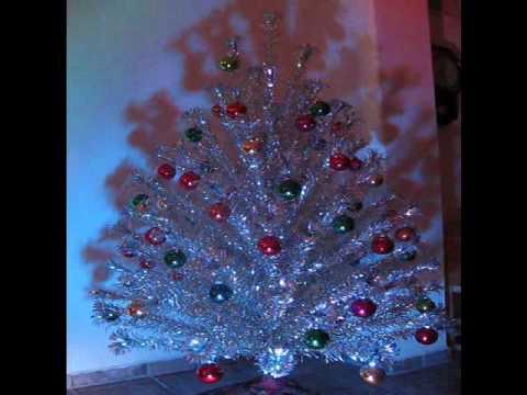Vintage Splendor - Aluminum Christmas Tree