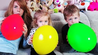 Thomas Elis and mom play with Balloons