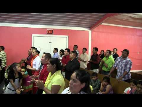 Algo Esta Cayendo Aqui Musica Cristiana Grupo Jehova Nissi video